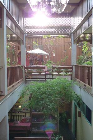 Pak Chiang Mai: 客室間の渡り廊下。明るくて静か。