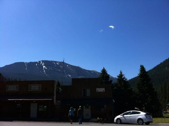 Lupine Inn: Cooke City, Montana, a more ideal town to stay if you are planning to see Yellowstone