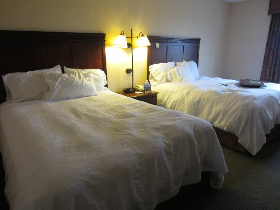 Hampton Inn & Suites Plymouth: Beds