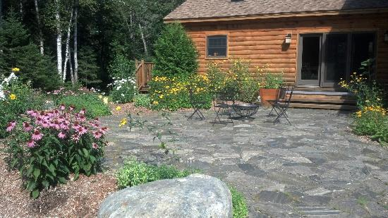 Nestlewood Inn: Sitting area (garden and fire pit)