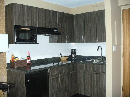 Executive Inn At Whistler Village: kitchen