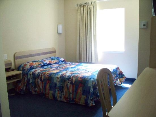 Motel 6 Peterborough: Room