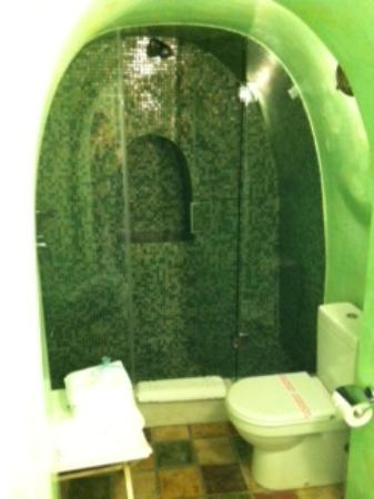 Enigma Apartments & Suites : Groovy bathroom