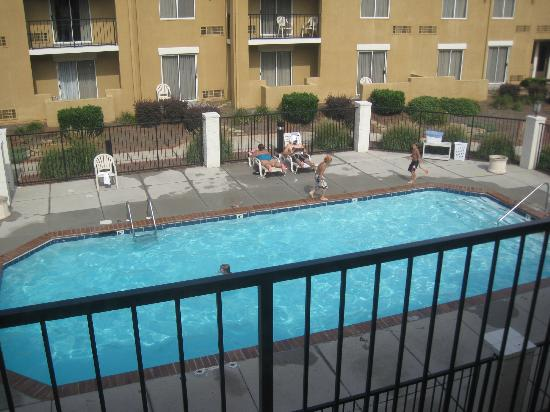 Rodeway Inn & Suites West Knoxville: Pool area