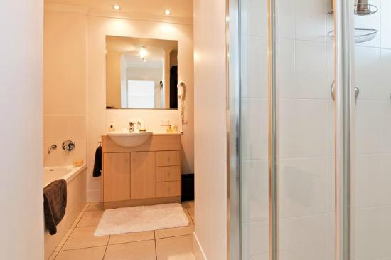 Cairns City Apartments: Bathroom