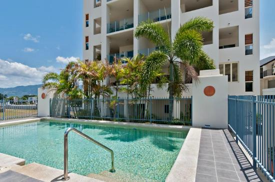 Cairns City Apartments: Pool area