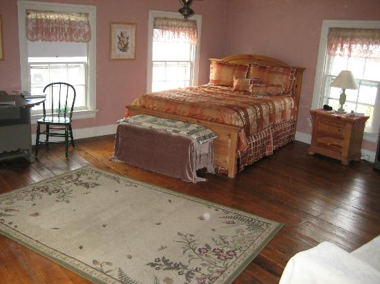 Montague's Bed and Breakfast, BBQ and Philosopher's Coffeehouse: 3rd floor suite, very large