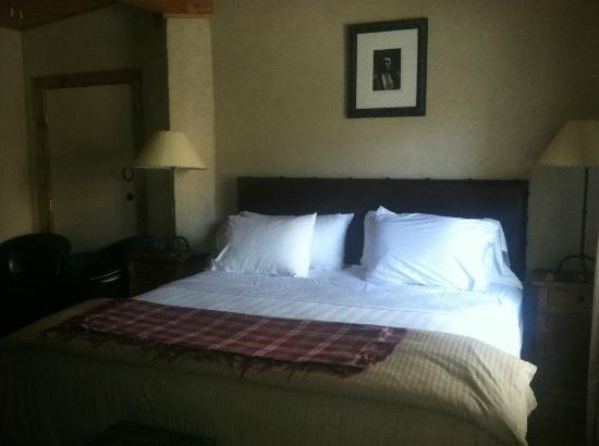 The Maverick Inn: Bed