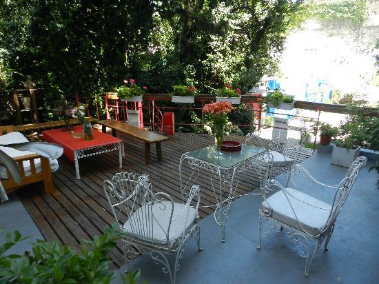 Livian Guesthouse: Upper deck