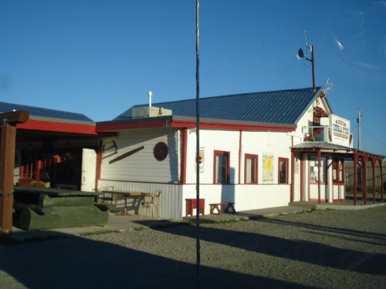 Dungarvan Creek Bed & Breakfast : Twin Butte, store/restaurant/gift shop