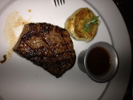 Boa Steakhouse: le filet mignon avec son ail!