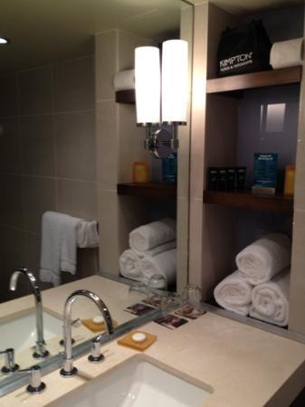 Hotel La Jolla, Curio Collection by Hilton: bathroom
