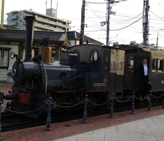 Bocchan Train: 終電過ぎの坊ちゃん列車は狙いめ。