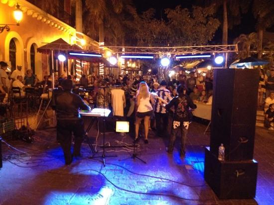 Plaza Machado: Weekend Music