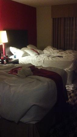 Holiday Inn St. Louis-Fairview Heights: Room not made up two days in a row! LOSING!