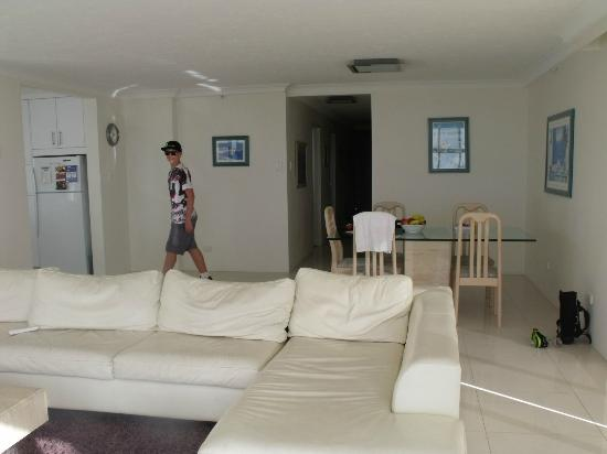 Hi Surf Beachfront Resort Apartments: Dinning 5A