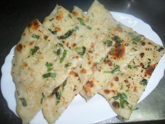 Kashmir Indian Restaurant: Garlic Nan Bread.