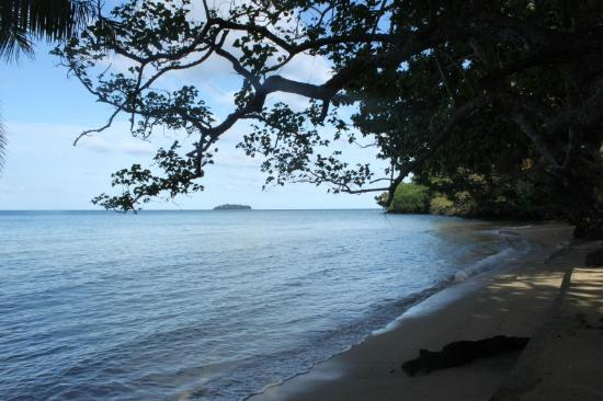 Kulu Bay Resort: looking right