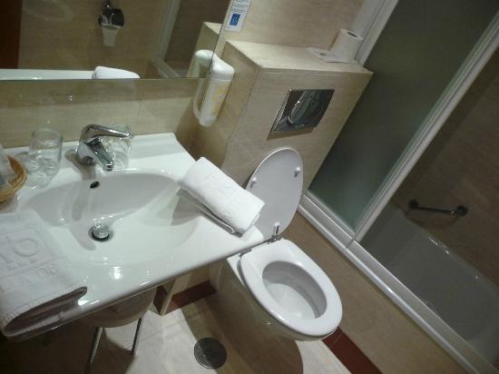 Hotel Villa De Barajas: ванная комната