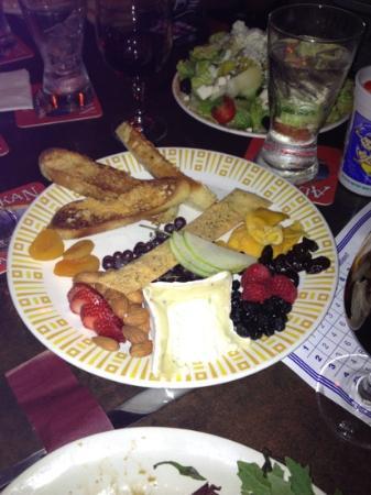 Island Pub : truffle cheese plate