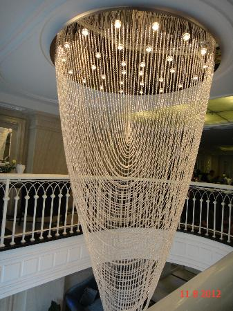 Church Boutique Hotel Hang Gai: Chandlier at the lobby