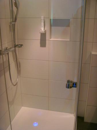 Munderfing, Austria: Badezimmer World-Room