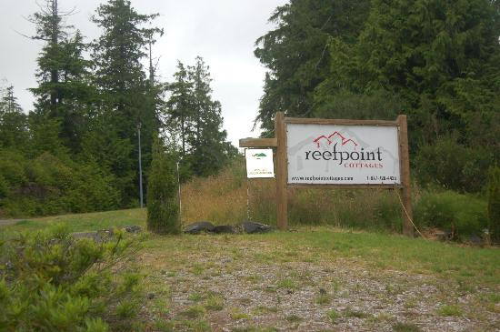 Reef Point Cottages: Sign on Peninsula Road