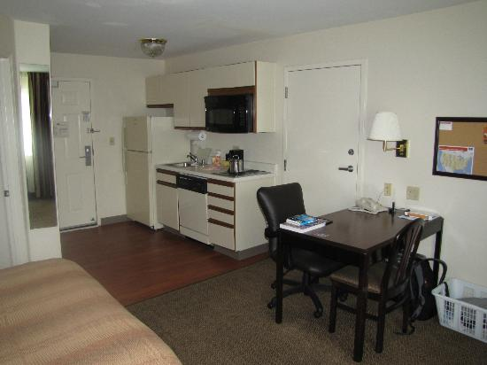 Candlewood Suites Denver - Lakewood: Kitchenette