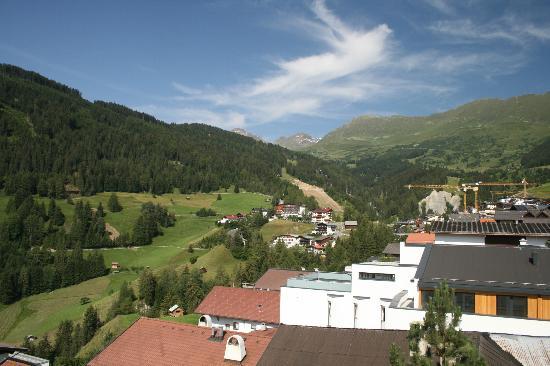 Hotel 3 Sonnen: Die Aussicht von unserem Zimmer war einfach toll - direkt in die Berge!