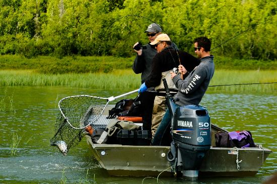 Alaska Serenity Lodge : Fishing on a remote lake via Fly0out trip!