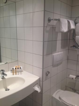 Scandic Nidelven: bathroom in 237