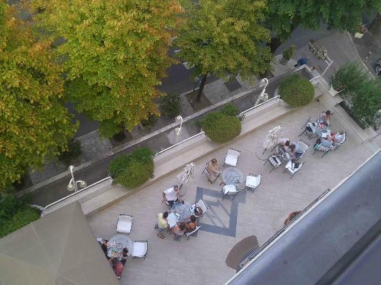 Hotel Miralaghi: Vue entré acceuil du balcon au 4eme etage