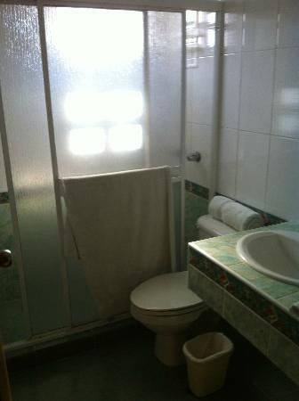 Buenavista Inn: bagno pulito e spazioso