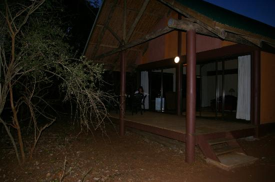 Leopard Walk Lodge : view from outside