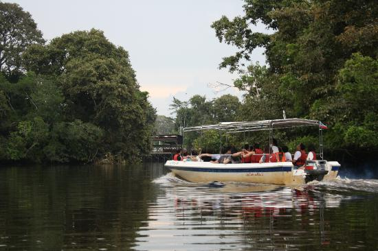 Good Country Tours - Day Tours: Boat river side riding