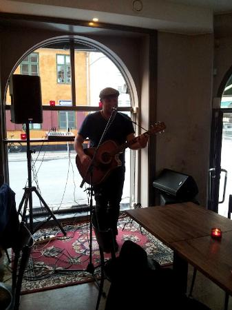 Black Swan: Open Mic singersongwriters every Tuesday