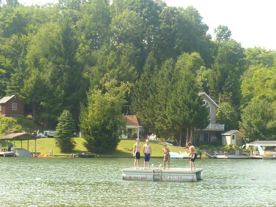 Rushford, État de New York : Kids Love Water