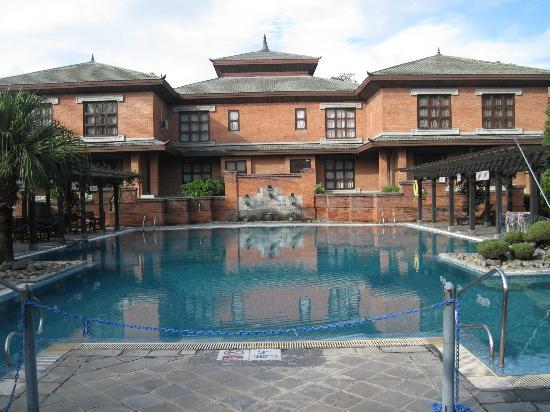 Crowne Plaza Kathmandu-Soaltee: Pool and VIP Section