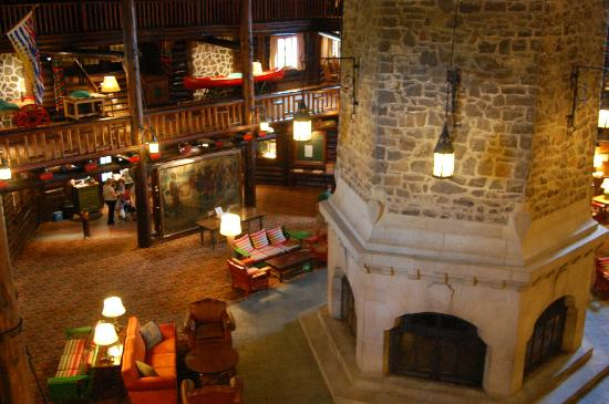 Entrance picture of fairmont le chateau montebello for Montebello fireplace