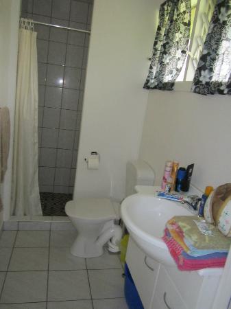 Ariana Bungalows: Bathroom