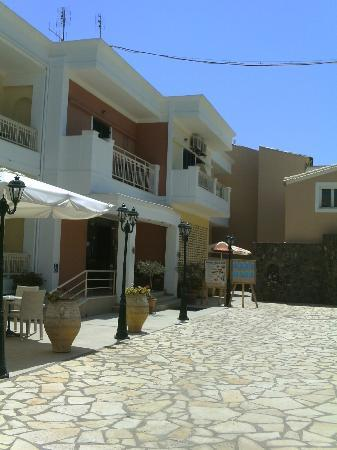 Rossis Beach Hotel