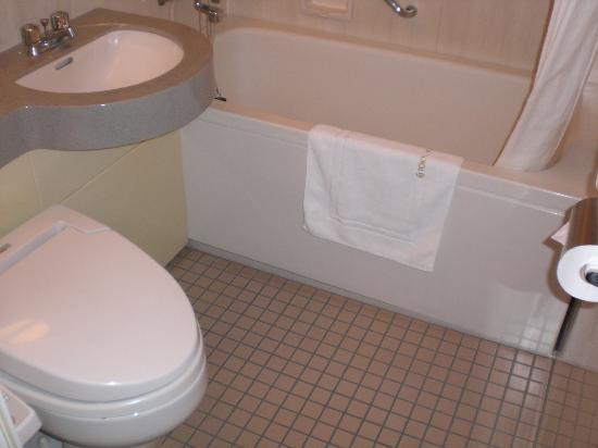 Ueda Tokyu REI Hotel: Bathtub