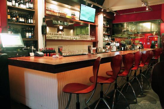 Flam's Restaurant & Bar