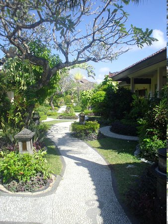 COOEE Bali Reef Resort: Pathway to Paradise