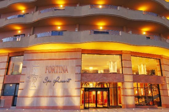 Fortina Spa Resort: Hotel entrance