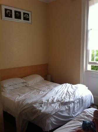 Tregonholme Hotel : le lit 2 perd ds la chambre quadruple