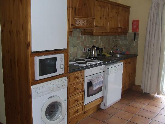 Old Killarney Village: Full kitchen is available