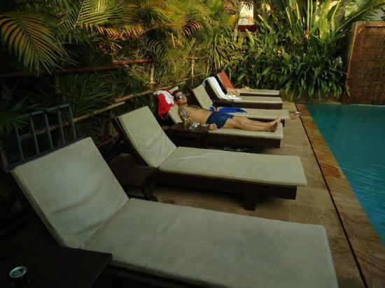 Tanei Boutique Villa: Giant sunloungers