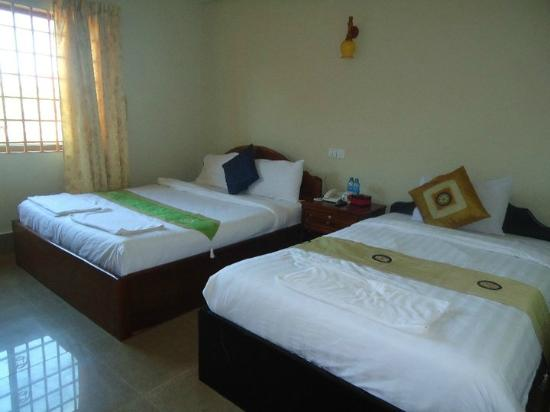 Tanei Boutique Villa: Huge rooms - twin has two double beds!