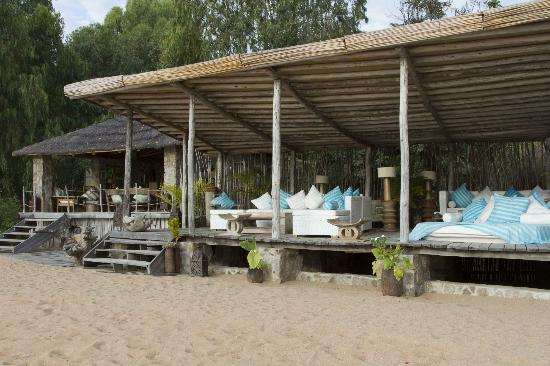 Kaya Mawa: bar and restaurant area on the beach